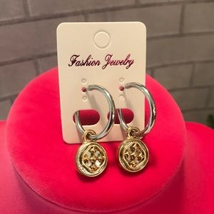 Two tone metal earrings